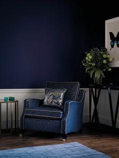 The Pantone Color Institute announced that their color of the year 2020 is the classic blue PANTONE acomforting dark blue color Turquoise Cushions, Bleu Cobalt, Pantone 2020, Dark Blue Color, Minimalist Decor, Pantone Color, Color Azul, Interiores Design, Decoration