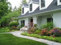 Beautiful Landscape Ideas For Front Yard: Traditional Landscape Ideas For Front Yard by Chicago Landscape Architect Small Front Yard Landscaping, Front Yard Design, Driveway Landscaping, Landscaping Ideas, Modern Landscaping, Driveway Design, Landscaping Melbourne, Chicago Landscape, House Landscape