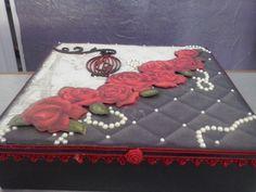 Caixa preta rosas vermelhas com gaiola