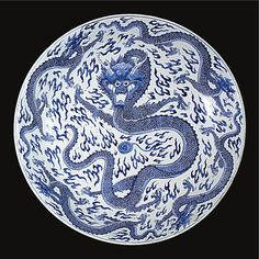 A LARGE BLUE AND WHITE 'DRAGON' DISH MARK AND PERIOD OF KANGXI