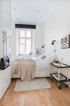 small bedroom design ideas and home staging tips for small rooms Cozy Small Bedrooms, Small Master Bedroom, Small Bedroom Designs, Small Room Design, Small Rooms, Design Bedroom, Small Spaces, Narrow Bedroom Ideas, Long Narrow Bedroom