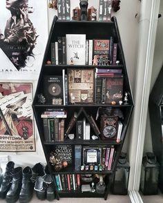 I love this bookcase!, - Bookshelf Decor - I love this bookcase!, I love this bookcase! Goth Home Decor, Diy Home Decor, Gypsy Decor, Suncatcher, Gothic Bedroom, Gothic House, My New Room, Feng Shui, Bookcase