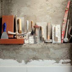 Construcción de herramientas de albañilería de cemento mortero en una fila Foto de archivo