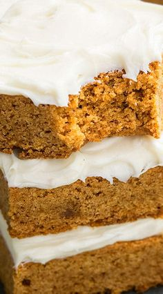 Quick and easy pumpkin bars recipe with cream cheese frosting, requires simple ingredients. They are soft, moist, firm and the perfect Thanksgiving dessert. Cream Cheese Recipes, Cream Cheese Frosting, Crepe Cake Chocolate, Easy Pumpkin Bars, Pumpkin Dessert, 3 Ingredients, Amish, Bon Appetit, Snacks