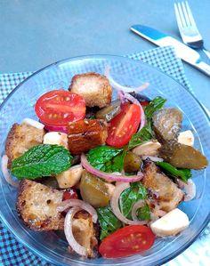Panzanella (salada italiana com pão amanhecido)