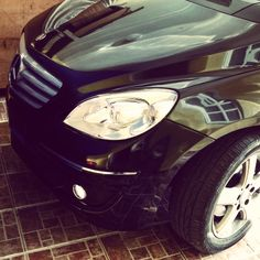 In the garage, coming home. Mercedes Benz B200, Poses, Coming Home, Garage, Vehicles, Car, Templates, Figure Poses, Carport Garage