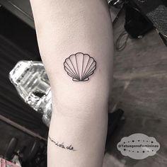 Best Tattoos Ever – List Inspire - Tattoo Dream Tattoos, Body Art Tattoos, New Tattoos, Tatoos, Tattoo Conchas, Trendy Tattoos, Small Tattoos, Seashell Tattoos, Beachy Tattoos