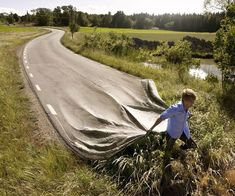 """Erik Johansson does not shoot the moments, he photographs the ideas! The Swedish photographer Erik Johansson, makes from ordinary scenery amazing optical illusions. With the help of """"Photoshop"""" he creates interesting crazy photos. Photomontage, Erik Johansson, Surreal Photos, Photographs, Surreal Portraits, Surreal Art, Photo D Art, Surrealism Photography, Art Photography"""