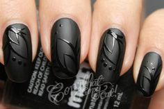 Matte nails with glossy art might do 4 halloween, i'm in love with matte black nails. Get Nails, Love Nails, Pretty Nails, Hair And Nails, Gorgeous Nails, Gothic Nail Art, Gothic Makeup, Matte Black Nails, Black Polish