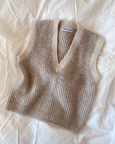 Friday Slipover V-neck – PetiteKnit Knit Vest Pattern, Neck Pattern, Mode Streetwear, Aesthetic Fashion, Diy Clothes, Korean Fashion, Knitwear, Knit Crochet, Knitting Patterns