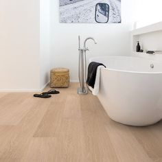 Quickstep 8mm White Varnished Oak Laminate Flooring