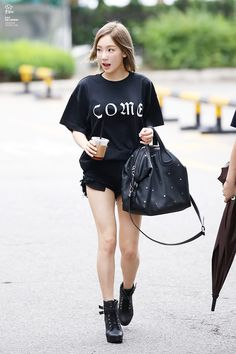 SNSD Taeyeon Kpop Fashion 160701 2016 Snsd Airport Fashion, Kpop Fashion, Star Fashion, Cute Korean, Korean Outfits, Girls Generation, Korean Singer, Casual Wear, Sexy Women
