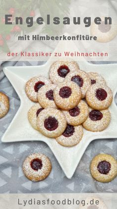 Engelsaugen – Husarenkrapfen Angel eyes are heavenly simple cookies that you can use to sweeten up Christmas for yourself and your loved ones. Angel eyes impress with a shortcrust pastry that melts on the tongue and fruity raspberry jam. Beignets, Donut Recipes, Cookie Recipes, Shortcrust Pastry, Cupcakes, Angel Eyes, Evening Meals, Food Cakes, Raspberry
