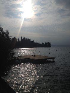 Il lago è un pò alto!  #baiastancabeachbar #baiastanca #gardalake #lagodigarda #lagodogardadigitale #torridelbenaco