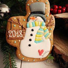 Один из снеговиков, который будет встречать Новый год под моей ёлочкой) .#новогодниепряники #пряникикиев #имбирныепряники #пряникиукраина #пряникиназаказкиев #эксклюзивныепряники#росписьпряников #ручнаяработа #сладкийподарок #cookiedecor #cookies #handmade #royalicing #happynewyear
