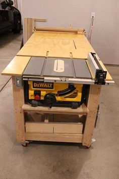 Woodworking Workshop Small Spaces - Woodworking Workshop Tools - Woodworking Tools - Woodworking Shop Cabinets - Crib Woodworking Plans - Woodworking Workbench How To Make Workbench Plans Diy, Table Saw Workbench, Mobile Workbench, Woodworking Bench Plans, Woodworking Projects Diy, Diy Wood Projects, Garage Workbench, Workbench Organization, Woodworking Tools