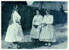 tápéi leányok ünneplőben Folk Costume, Costumes, Homeland, Hungary, Roots, Culture, Times, Traditional, Boho