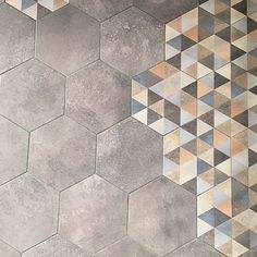 tomette_grise_ciment_orange-z. Floor Patterns, Mosaic Patterns, Wall Patterns, Textures Patterns, Patchwork Hexagonal, Hexagon Tiles, Floor Design, Tile Design, Ceramica Exterior