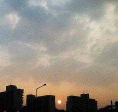 햇님은 정말 한결같이 똥~그랗다  The sun is perfectly circle as ever.