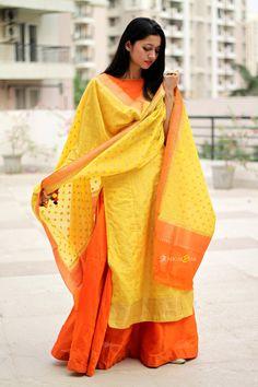 In love with this yellow orange banarasi kurta lehenga Ethnic Outfits, Ethnic Clothes, Long Kurta Designs, Kurta Lehenga, Orange Lehenga, Mehendi Outfits, Style Me, Girl Fashion, Kimono Top