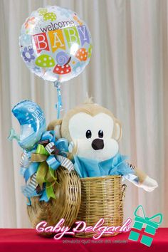 Balloon Box, Balloon Bouquet, Birthday Candy, Birthday Diy, Kids Party Tables, Baby Bouquet, Themed Gift Baskets, Baby Baskets, Party In A Box