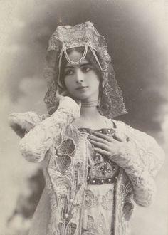 Cléopatra Diane de Mérode;  1875  —  1966