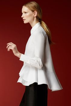 "CH Carolina Herrera Woman - Fall A beautiful skirt and top: The perfect at-home ""hostess"" look for New Year's Eve! Classic White Shirt, Crisp White Shirt, White Shirts, Carolina Herrera Perfume, Carolina Herrera 212, Business Outfit, Look Chic, White Tops, Blouse"