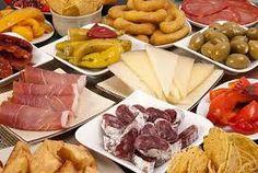 prueba nuestras tablas de quesos y carnes frias con una copa de vino... bueno tal vez 2!