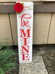 Simple wooden signs for Valentine& Day 41 Simple wooden signs for Valentine& . - Simple wooden signs for Valentine& Day 41 Simple wooden signs for Valentine& Day 41 - Valentines Bricolage, Valentine Day Crafts, Valentine Ideas, Valentine Party, Valentine Nails, Homemade Valentines, Saint Valentine, Painted Wood Signs, Wooden Signs