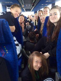 Så vi på vej mod Efterskole DM i Rytme. Pigerne er ved at sætte håret og lægge makeuppen... #soroefterskole