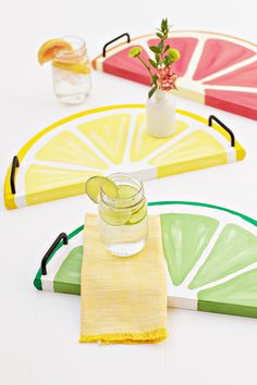 Citrus Fruit Serving Trays - Citrus Fruit Serving Trays – an easy, summery DIY perfect for every day use! The Effective Pictur - Diy Simple, Easy Diy, Wooden Crafts, Diy And Crafts, Ideias Diy, Wood Tray, Summer Crafts, Form, Painting On Wood