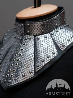 Fantasy gorget from armstreet again.