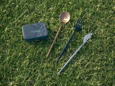 Outlery is raising funds for Pocket-Sized Reusable Cutlery & Chopsticks For On-The-Go on Kickstarter! Collapsible & Portable Cutlery & Chopsticks Designed To Replace Single-Use Plastic For Good Plastic Forks, Stainless Steel Cutlery, Plastic Pollution, Cool Cases, Yanko Design, Box With Lid, Cutlery Set, Tin Boxes, Chopsticks