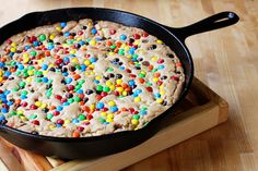 browned butter, m & chocolate chip skillet cookie - Sweet Anna's Skillet Chocolate Chip Cookie, Skillet Cookie, Desserts To Make, Delicious Desserts, Yummy Food, Cookie Recipes, Dessert Recipes, Cookie Desserts, Candy Recipes