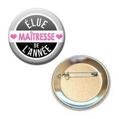 ELUE-MAITRESSE-DE-LANNEE-CADEAU-ECOLE-VACANCE-56MM-BADGE-PINBACK-BUTTON #cadeau #maitresse #vacance #idee #badge #ecole