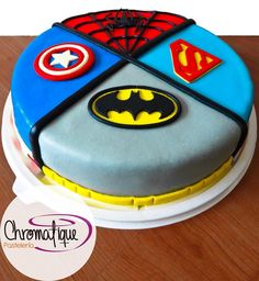 Superheroes cake (Torta de superhéroes) https://www.facebook.com/ChromatiquePasteleria