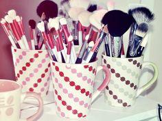 Canecas para decorar e organizar pincéis e maquiagens