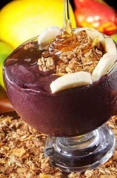 """Açaí"", thick ""juice"" that is eaten with a spoon and is made from the açaí fruit… Granola, Brazil Food, Acai Fruit, Pots, Chocolate, Love Food, Acai Bowl, Cravings, Sweet Tooth"