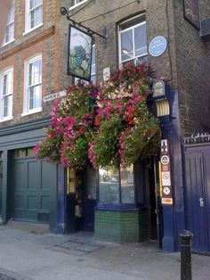 Una's house in Narrow St., Limehouse, is based on The Grapes pub. The Thames runs behind it, and the far end of the bar, where I had lunch, actually hangs out over the river.