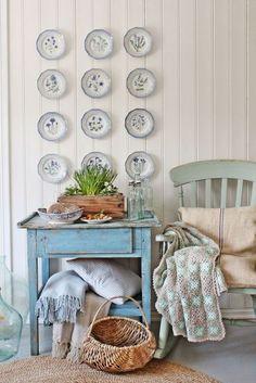 Тарелки на стенах: 17 идей декора, которые сделают интерьер интересным
