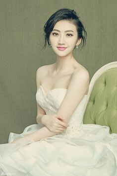 China Entertainment News aggregates the latest news shapping China's entertainment industry. Asian Woman, Asian Girl, Jing Tian, Types Of Women, Chinese Actress, Celebs, Celebrities, Asian Beauty, Amazing Women