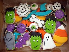 I gave all of my Halloween orders away after the big fiasco. I thought it would sting, but it didnt. I didn't feel right taking money anyhow. Halloween Cookies Decorated, Halloween Sugar Cookies, Halloween Sweets, Halloween Baking, Halloween Kids, Happy Halloween, Decorated Cookies, Halloween Designs, Patisserie
