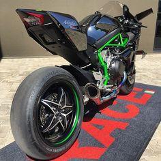 H2R @race1_sa #h2r #kawasaki #ninja