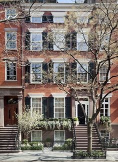 thefoodogatemyhomework: Gorgeous brick Greenwich Village townhouse lovingly renovated by Sawyer Berson, all in spring bloom.thefoodogatemyhomework: Gorgeous brick Greenwich Village townhouse lovingly renovated by Sawyer Berson, all in spring bloom. Greenwich Village, Apartamento New York, New York City, Beautiful Homes, Beautiful Places, Ville New York, Voyage New York, West Village, Village Houses