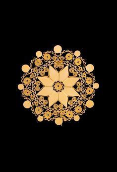 """Spilla """"sole di Dorgali"""".  Questo Gioiello in oro Filigrana è detto """"a lustrino"""" Giesse Cagliari Gold Jewelry Simple, Filigree Jewelry, Sardinia Italy, My Land, Gold Wire, Traditional Tattoo, I Fall In Love, Brooch, Fine Art"""