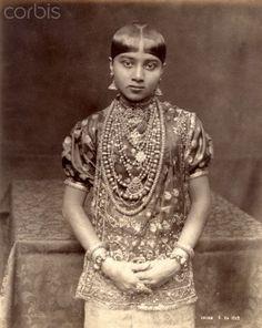 Stock Photography, Royalty-Free Photos & The Latest News Pictures Vintage Photographs, Vintage Photos, Sri Lanka, Fotografia Retro, Tribal Dress, Ethnic Dress, India Images, Indian Goddess, Vintage India