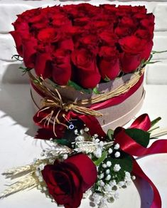 Beautiful Bouquet Of Flowers, Beautiful Flower Arrangements, Amazing Flowers, Beautiful Roses, Floral Arrangements, Beautiful Flowers, Wedding Flower Pictures, Flower Images, Red Rose Bouquet