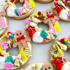 Whose enjoying some Christmas leftovers today?  Cookies @coco_peony_  Follow @fondantlovers   #christmascookies#christmascookie#christmasdecor#christmasdecorations#christmasfood#christmasdesserts#christmasparty#cookies#beautifulcookies#yum#sweet#winterwonderland#winterwonderlandcookies#winterwonderlandparty#winteronederland#cookies#cookie#christmascakesicles#cakesicles Party Desserts, Edible Art, Macaroons, Cake Decorating, Cupcakes, Sugar, Cookies, Peony, Christmas