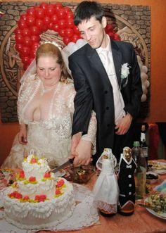 Funny Wedding Photos, Wedding Pics, Wedding Styles, Wedding Fail, Wedding Humor, Weird Wedding Dress, Wedding Dresses, Weird People At Walmart, Funny Postcards