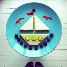 The wonderfully creative Ida Frosk thought of every last detail with this sailboat mural — check out the red-pepper seagulls! Source: Instagram user idafrosk Food Art For Kids, Cooking With Kids, Toddler Meals, Kids Meals, Cute Food, Good Food, Creative Food Art, Creative Writing, Food Decoration